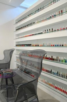 Nail Bar with ghost chair Boutique Interior, Spa Interior Design, Beauty Salon Interior, Home Nail Salon, Nail Salon Design, Nail Salon Decor, Nails Bar, Spa Rooms, Nail Room