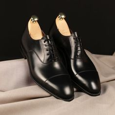 Simple, little bit shiny, but not too much. Perfect oxfords