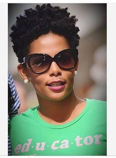 Many African-American women are looking for the best natural short hair styles. Check out the 60 most popular Afro hairstyles for natural hair. Tapered Natural Hair, Pelo Natural, Fine Natural Hair, Natural Curls, Natural Beauty, Girls Natural Hairstyles, Afro Hairstyles, Haircuts, Trending Hairstyles