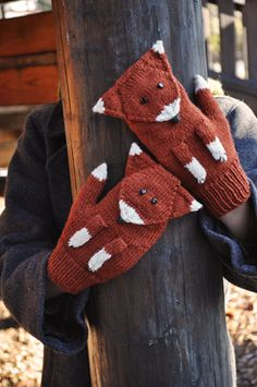 Fox Mittens Pattern ~ Free from Petite Purls What a cool pair of mittens. Crochet Mittens Pattern, Crochet Gloves, Knit Mittens, Knit Or Crochet, Knitted Hats, Knitting Patterns, Crochet Patterns, Crochet Cross, The Mitten