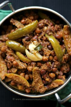 Kadale Manoli (Using Taal Masala Powder) ~ Mangalorean Bunt Style Black Garbanzo & Ivy Gourd recipe {Indian recipes}