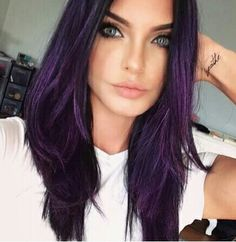 purple hair by Trendfrisuren Baby trend, akkurater Mittelscheitel oder Hair Color Purple, Hair Color And Cut, Hair Dye Colors, Cool Hair Color, Reddish Purple Hair, Hair Color Ideas, Purple Black Hair, Purple Hair Streaks, Violet Hair Colors