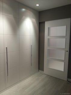 Vestidor Estilo moderno Color beige, gris, gris  diseñado por MONIKA LAO INTERIORISMO | Gremio