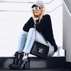 "82 curtidas, 1 comentários - ⠀⠀⠀⠀⠀⠀⠀⠀⠀⠀⠀⠀⠀💡B4Fashion💡 (@brainstorm4fashion) no Instagram: ""• Sport Chic • (👍🏼or 👎🏼) #b4fashion #ootd #fashion #sportchic #style"""