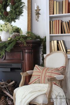 FRENCH COUNTRY COTTAGE: Christmas in the little cottage  Love the mantle