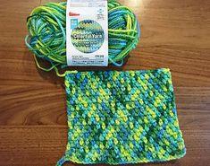 たった一本の糸で編む「プランドプーリング」の編み方解説~毛糸の色彩美に酔う~ – Handful[ハンドフル] Crochet Cozy, Crochet Quilt, Love Crochet, Crochet Flowers, Crochet Stitches Patterns, Knitting Patterns, Pooling Crochet, Crochet Kitchen, Lace Knitting