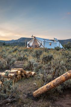 10 Glamping Retreats to Cozy Up to This Fall - Summer may be peak season for glamping retreats across North America, but we're major advocates for fall getaways. A sweet spot for camping, crisp autumnal temps make good use of wood-burning stoves, cast-iron comfort foods are in full force, and need we even mention the foliage?! Here, 10 of our favorite cozy spots from Colorado to British Columbia.