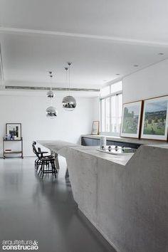 Revista Arquitetura e Construção - Alvenaria e concreto moldam tampos, nichos, estantes e divisórias