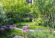 Long narrow woodland garden with a circular lawn. Garden Design Ideas Uk, Small Urban Garden Design, Garden Design London, Garden Design Pictures, London Garden, Garden Landscape Design, Garden Inspiration, Woodland Plants, Woodland Garden