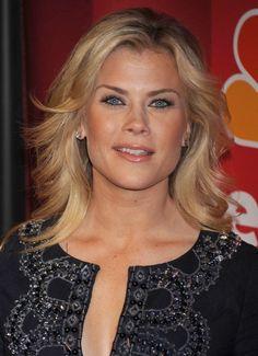 Alison Sweeneys wavy, blonde hairstyle