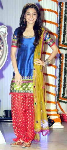 BOLLYWOOD SALWAR-KAMEEZ...one of the favourite of anushka sharma(bollywood actress) collection..... Buy @ http://www.indianweddingsaree.com/SalwarProduct/90488.html