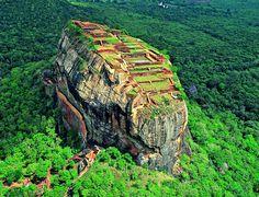 La  forteresse de Sigiriya - la magie du rocher du lion - http://www.2tout2rien.fr/la-forteresse-de-sigiriya-la-magie-du-rocher-du-lion/