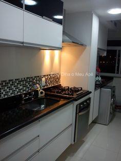 Cozinha corredor - pastilhas de cor, granito preto