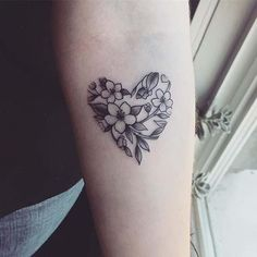 Today we present 10 beautiful flower tattoo ideas for women, from Stay Glam: Floral tattoos are vers Sunflower Tattoo Meaning, Sunflower Tattoo Simple, Sunflower Tattoo Sleeve, Sunflower Tattoo Shoulder, Sunflower Tattoo Design, Flower Tattoo Designs, Tattoo Ideas Flower, Tattoo Trend, Tattoo On