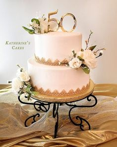 Banana and pecan cake - HQ Recipes Golden Anniversary Cake, 50th Anniversary Cakes, Anniversary Surprise, Anniversary Ideas, Cookie Table Wedding, 50th Wedding Anniversary Decorations, 50th Cake, Tiered Cakes, Flower Decorations