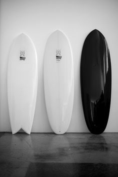 black surfboard, yes. Surfboard Skateboard, Surfboard Shapes, Custom Surfboards, Surf Design, Surf Shack, Surf Trip, Surf Style, Surfs Up, Snowboards