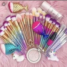 DE'LANCI Makeup Brush Color Remove Spong Wrist Belt Brush Color Cleaner Sponge Remove Shadow Color from Make Up Brushes Professional Color Remove Tool - Cute Makeup Guide Make Up Kits, Makeup Dupes, Makeup Cosmetics, Beauty Makeup, Makeup Tricks, Benefit Cosmetics, Makeup Tutorials, Makeup Lipstick, Unicorn Makeup