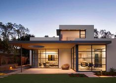 """Lantern House is a modern residence that was designed by Feldman Architecture. It is located in Palo Alto, California. """"The Palo Alto Lantern House adds a new vision of modern living to the eclecti… Modern Minimalist House, Minimalist Kitchen, Minimalist Interior, Minimalist Bedroom, Minimalist Decor, Modern House Plans, Modern Home Exteriors, Modern Homes, Modern Wood House"""