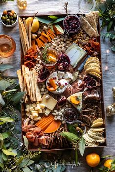 How to Make an Easy Holiday Cheese Board. (Half Baked Harvest) - How to Make an Easy Holiday Cheese Board. Charcuterie Recipes, Charcuterie Platter, Charcuterie And Cheese Board, Antipasto Platter, Cheese Boards, Crudite Platter Ideas, Party Food Platters, Cheese Platters, Cheese Platter Board