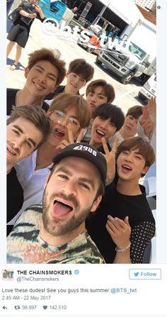 BTS nổi bần bật trên thảm đỏ Billboard, chụp ảnh selfie siêu nhắng nhít và thân thiết với The Chainsmokers