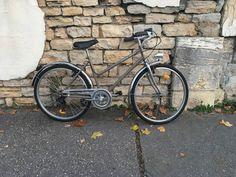 RE FAB-DIJON Série vélo bicyclette femme marron glacé Vehicles, Veil, Bike Frame, Vintage Cycles, Color Pop, Bicycle Kick, Woman, Car, Vehicle