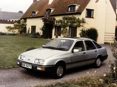 After being exhibited at a number of Motor Shows as the Probe development vehicle, Ford replaced the ubiquitous Cortina in 1982 with the Sierra. Mid Size Car, Ford Sierra, Ford F Series, Ford Classic Cars, Old Fords, Car Ford, Ford Motor Company, Hot Cars, Europe
