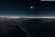 Eclipse total de sol capturado desde el interior de un Dassault Falcon 900. Foto de Ben Cooper. pic.twitter.com/Geedm1vAr8