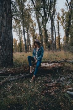 Sweater Love - Wanderlust Out West Portrait Photography Poses, Forest Photography, Photography Poses Women, Photo Poses, Creative Photography, Photography Journal, Photography Hashtags, Photography Jobs, Video Photography