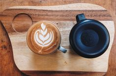 @rhinowares jugs are a little bit awesome. Took me a while to get used to the weight but now i can't stop using it.  #rhinowares #pitcher #tulip #heart #barista #musicianslife #latte #latteart #coffeeart #cafe #coffee #coffeelover #espresso #bristol #picoftheday #rosetta #vscocam #cappuccino #classybaristas #caferevival by jclowesguitar