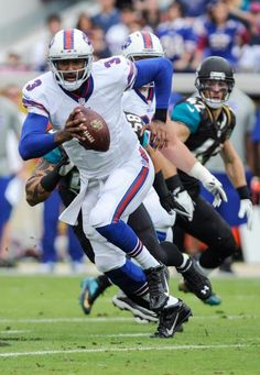 Buffalo Bills quarterback EJ Manuel (3) scrambles for yardage. (Stephen  Morton  7b33e4542
