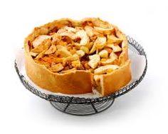 švédský jablečný koláč Těsto:      100 - 120 g másla     250 ml hladké mouky     80 g moučkového cukru     1 lžička prášku do pečiva     1/2 vanilkového cukru     špetka soli   Náplň:      5 středních jablek     100 g hnědého cukru     1 lžička skořice     1 zakysaná smetana (220 ml)     2 vejce     1 marcipánová tyčinka (100 g)     hrst strouhaných mandlových lupínků na posypání