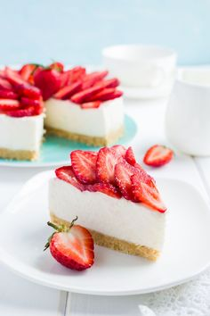 no baked strawberry cheesecake on white background, selective focus Cheesecake Vanille, Vanilla Bean Cheesecake, Strawberry Cheesecake, Cheesecake Recipes, Healthy Cake Recipes, Keto Recipes, Fruit Tart, Food Cakes, Cookies Et Biscuits