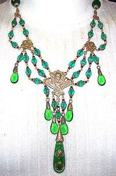 VINTAGE-OLD-CZECH-EMERALD-GREEN-glass-beads-NECKLACE-ART-NOUVEAU-LADY-PENDANT