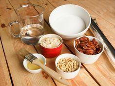 Zutaten für Karamell stehen auf dem Tisch