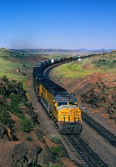 Net Foto: UP 6913 Union Pacific EMD en Hermosa, Wyoming por Mike Danneman Source Union Pacific Train, Union Pacific Railroad, Old Train Station, Train Stations, Cool Photos, Beautiful Pictures, Old Steam Train, Steam Turbine, Old Trains