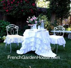 Google Image Result for http://frenchgardenhouse.com/blog/wp-content/uploads/2012/02/ruffledtablecloth2a.jpg