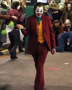 Holy crap Images leak of Joaquin Phoenix on set as Joker Joker Film, Joker Art, Joker Batman, Joker Comic, Joaquin Phoenix, Dc Comics, Joker Streaming, Streaming Vf, Comics