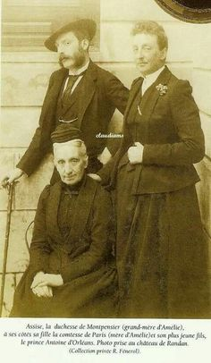 Princess Isabel de Orléans Montpensier, Infanta of Spain, with her mother Infanta Luisa Fernanda, Dowager Countess of Montpensier, and her sister Antonio. Hugh Capet, Dowager Countess, French Royalty, Cultura General, Girl Drawing Sketches, Casa Real, Blue Bloods, Victorian Women, Royal House