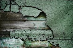 handcrafted in virginia - caughtupinsomebusyday: weathered paint Tactile Texture, Texture Art, Green Texture, Elements Of Art, Design Elements, Cracked Paint, Rust Paint, Weathered Paint, Peeling Paint