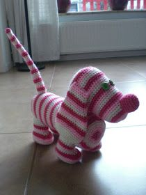 Free Crochet dachshund pattern named Heidi http://www.ravelry.com/patterns/library/scott-hoopers-dachshund-heidi