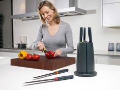 Giftshop:: Proizvodi :: Elevate Carousel set noževa  http://www.klikergiftshop.rs/products/view/2669/elevate-carousel-set-nozeva  Odlični set 6 visoko-kvalitetnih noževa sa rotirajućim postoljem!