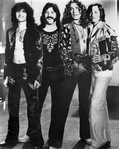 Jimmy Page, John Bonham, Robert Plant and John Paul Jones of Led Zeppelin in 1975 Led Zeppelin Guitarist, Led Zeppelin Lyrics, Led Zeppelin Tattoo, Rock N Roll, Rock And Roll Bands, Great Bands, Cool Bands, Robert Plant Led Zeppelin, John Paul Jones