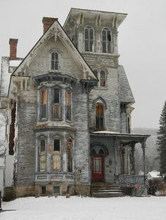 Beautiful abandoned Victorian home <3