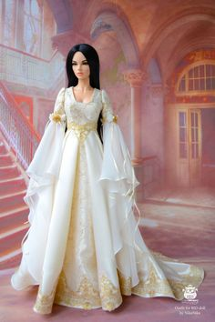 Luxurious dress elven princess. Soft ivory color with gold lace. The dress is made of satin, lined. Sleeve chiffon, is decorated with lace and