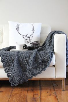With this pattern for the `Beautiful Blanket´ you can make this heirloom blanket. Keep it simple with one colour, or use different colours for a great personal version. It is a wonderful blanket, both to make and keep, or give.The pattern features - aclear row by row description in both US and UK terms, or …