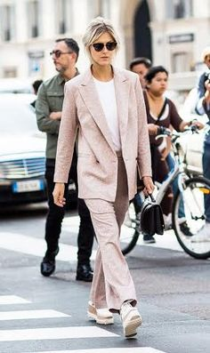 The Biggest Street Style Trends From Fashion Month A pale pink suit is paired with Stella McCartney platforms and a black top-handle bag Fashion Mode, Suit Fashion, Fashion Week, Womens Fashion, Fashion Trends, Style Fashion, Paris Fashion, Fashion Online, Autumn Fashion