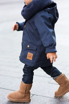 Gutteklær. Lærfarget label på minirodinijakke matcher uggs i lær. Love. Women, Men and Kids Outfit Ideas on our website at 7ootd.com #ootd #7ootd