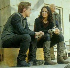 SOO many new stills from the People Magazine's 'Catching Fire' Special Edition thanks to @epnebelle! http://www.panempropaganda.com/movie-countdown/2013/10/24/people-magazines-catching-fire-special-edition.html/