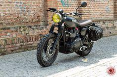 "Finalmente le foto ufficiali della n.14 ""The Dark Side"" creata per il brand atpco.it ... very special motorcycle #caferacerxxx #caferacerworld #caferacerculture #bonneville #triumph #custom #caferace #fashion #scrambler #motorcycle #remasteredcycle #motorrad #bikeexif #inspiration #design #art #vintage #retro #style #builtnotbought #wheelsonwaves"