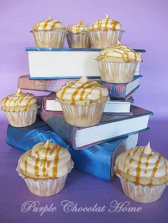 Butterbeer cupcakes- OMG GOING TO MAKE THESE FOR @Jenny Seelye's birthday! :D